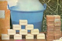 saponi,saponi da bucato,saponi colorati,preparati vegetali,lino,cotone,tessuti,schiuma,bolle